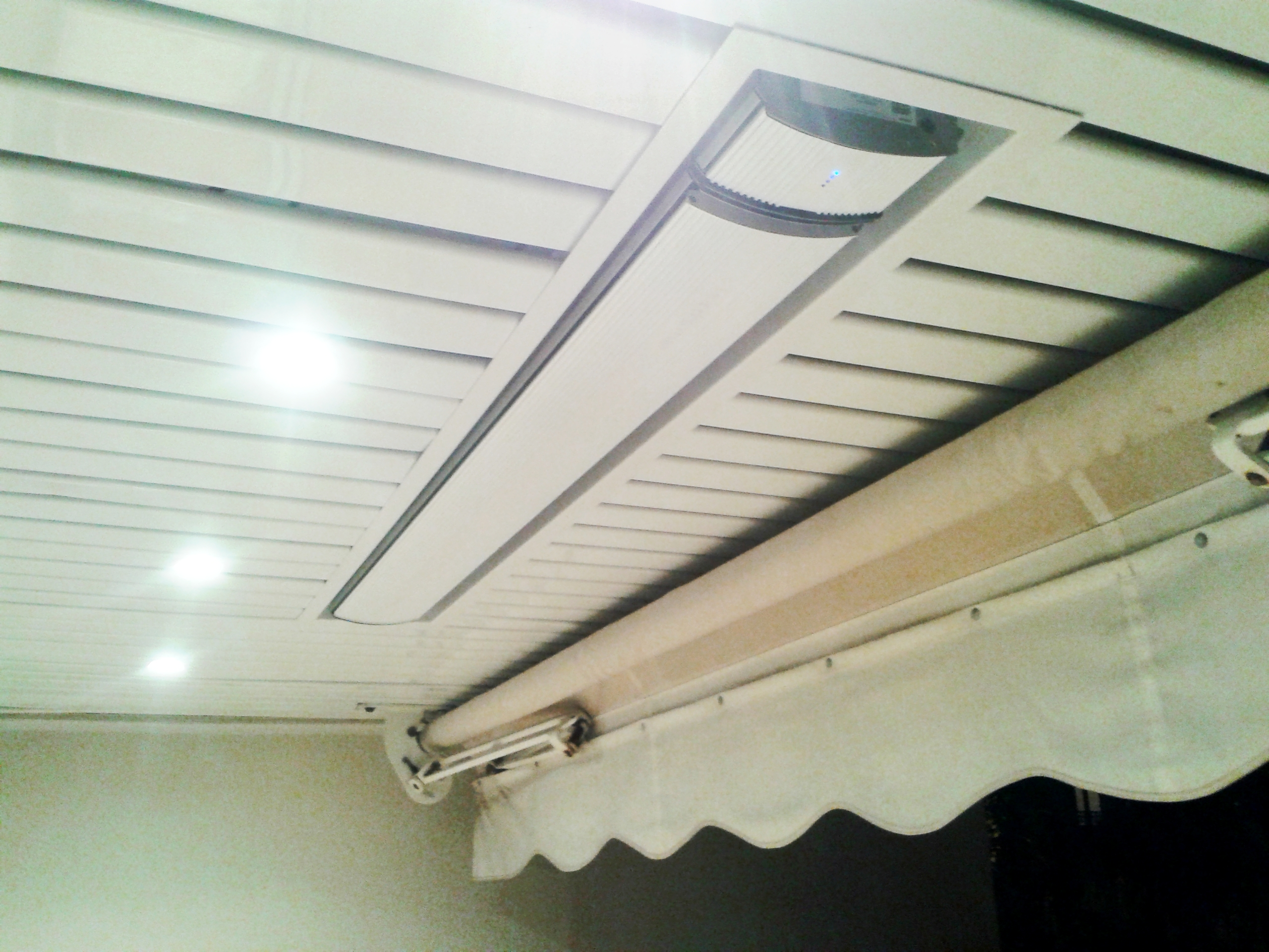 Rayonnant heatsrip mhs dans un faux plafond d 39 un balcon heatscope franc - Chauffage radiant plafond ...
