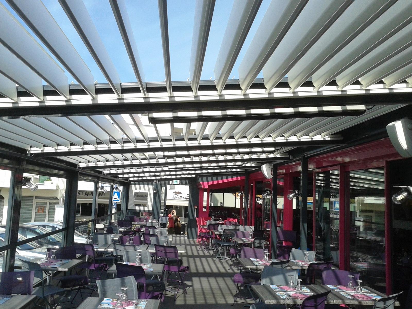 Infrarouge sans lumi re r f mhs z ro sous une pergola for Jard sur mer restaurant