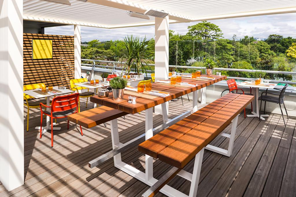Terrasse Avec Une Pergola Bioclimatique Et Chauffage