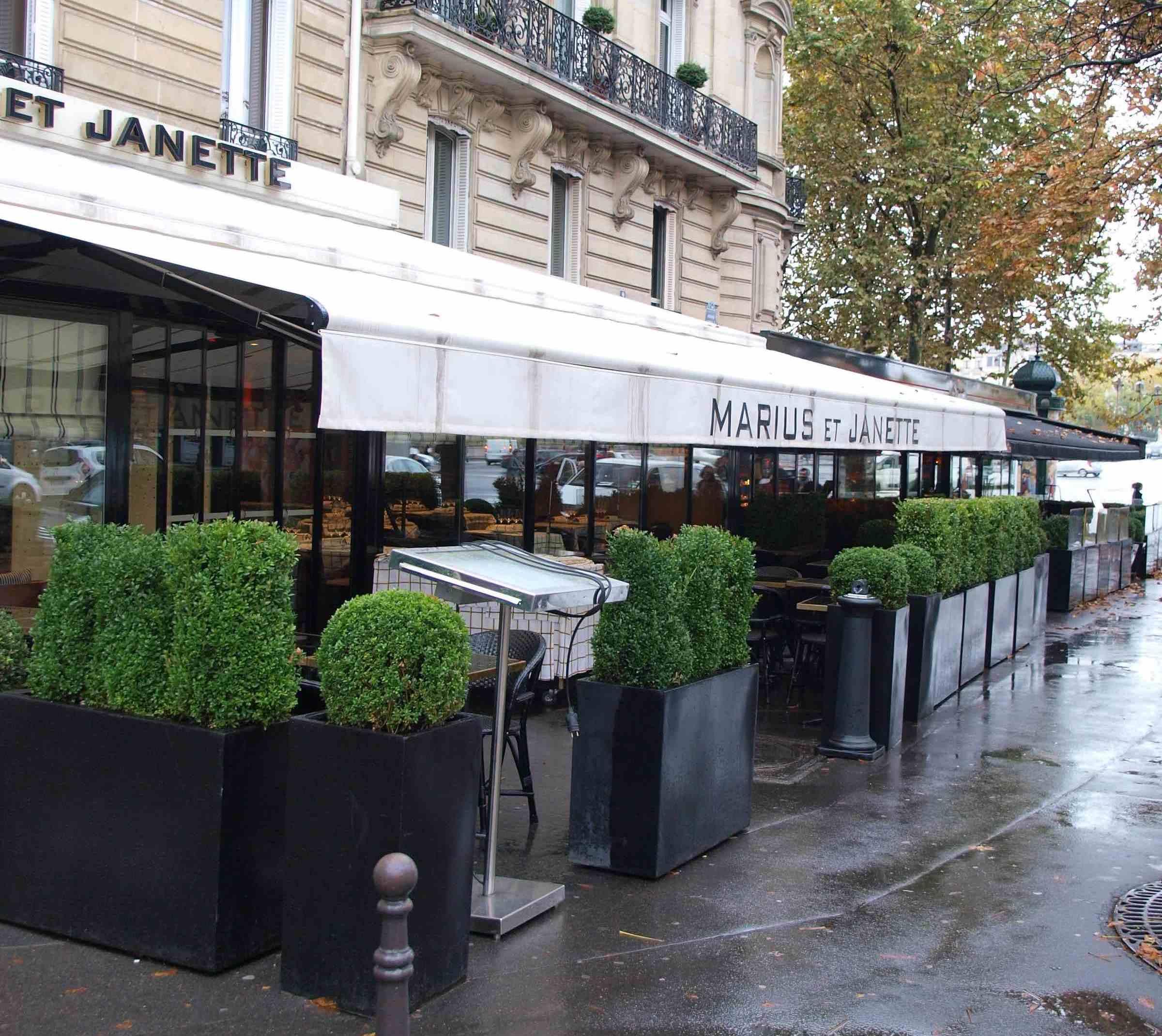 nouveaux chauffages infrarouges conomiques pour la terrasse du restaurant marius et janette. Black Bedroom Furniture Sets. Home Design Ideas