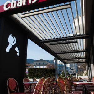 Charlys_pub_2_chauffage_infrarouge_design_sous_une_pergola_solembra