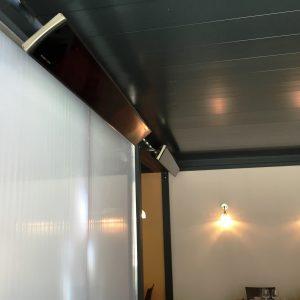 Une nouvelle installation sous une pergola innovante  Renson modèle Camargue avec des chauffages radiants sans lumière HEATSCOPE VISION série professionnelle  CHR au Restaurant la Cour d'Honneur situé dans la belle cité des Papes d'Avignon