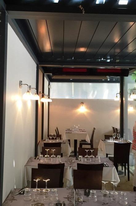 Installation chauffage ir terrasse heatscope sous une for Verre restaurant professionnelle